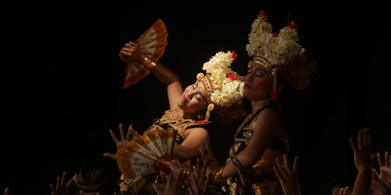 Gamelan Çudamani Enchants LA with Exquisite Balinese Music and Dancer